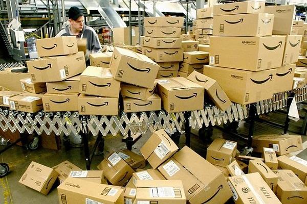 E-commerce: la plateforme Amazon accusée de détruire des emplois en France