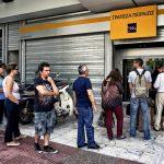 Terrifiés, les Grecs font tout pour sauver leurs économies