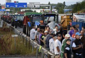 les éleveurs en colère bloquent l'A6 le jeudi 23 juillet
