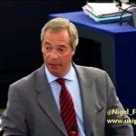 "Nigel Farage: ""M. Tsipras, ""C'est le moment de sortir de la zone euro la tête haute."""