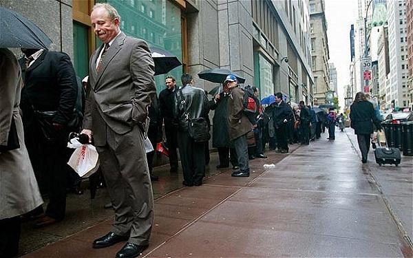 Le conseiller économique de la Maison Blanche (Hasset) anticipe une poursuite de la hausse du chômage dans les mois à venir et peut-être un chômage à deux chiffres en Novembre (élection...)