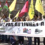 Paris: Manifestation contre la baisse du taux du livret A