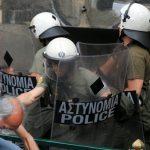 Grèce: près de 150 000 foyers menacés d'expulsion