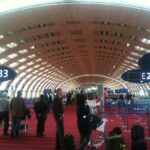 Attentats: les réservations de vols vers Paris restent en berne
