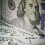 Le rouble plombé par la chute du prix du baril et la Fed
