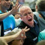 L'effondrement s'accélère, la panique mondiale monte en même temps qu'éclatent des bulles historiques