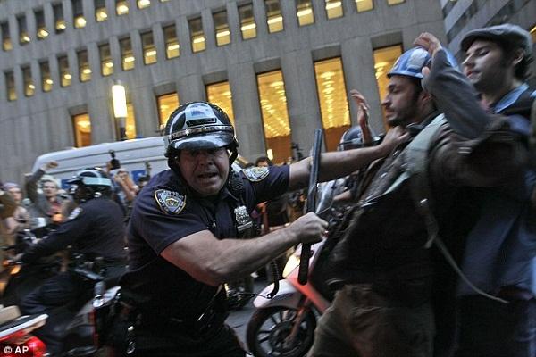 Dépassés par la peur, les américains fuient les grandes villes avant le jour du scrutin: les autorités se préparent à une Violence Extrême !