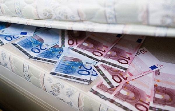 La confiance règne... Les réserves de cash au plus haut ! 600 milliards planqués sous les matelas !