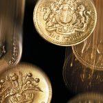 La livre britannique est tombée lundi à un nouveau plus bas en trois ans face à l'euro