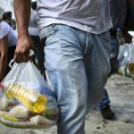 Venezuela: la distribution controversée de sacs de nourriture