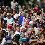 Attentat de Nice: Manuel Valls hué sur la promenade des Anglais avant et après la minute de silence
