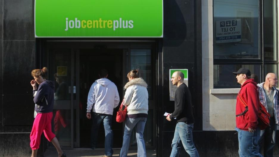 Le nombre de personnes employées au Royaume-Uni a chuté de 730.000 entre mars et juillet, sa Pire dégringolade depuis la Crise Financière de 2009