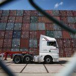 Le déficit commercial britannique se contracte plus que prévu