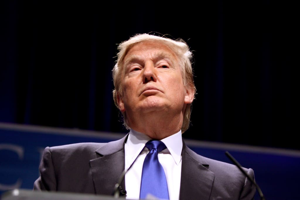 Greg Guenthner: Lorsque Trump tweete, les entreprises plient