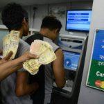 Inde: embauchez quelqu'un pour faire la queue devant la banque