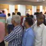 Inde: la démonétisation des billets provoque une ruée vers les guichets de banque