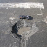 France: Nids de poule, fissures, chaussées déformées, l'état des infrastructures routières se dégrade