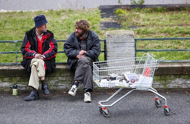 Pauvreté: De nouveaux demandeurs affluent massivement dans les associations d