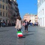 Italie: En un an, près de 100 000 jeunes souvent diplômés, ont quitté le pays en raison du fort taux de chômage.