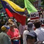 Le Vénézuela dans la tourmente s'enlise dans la crise