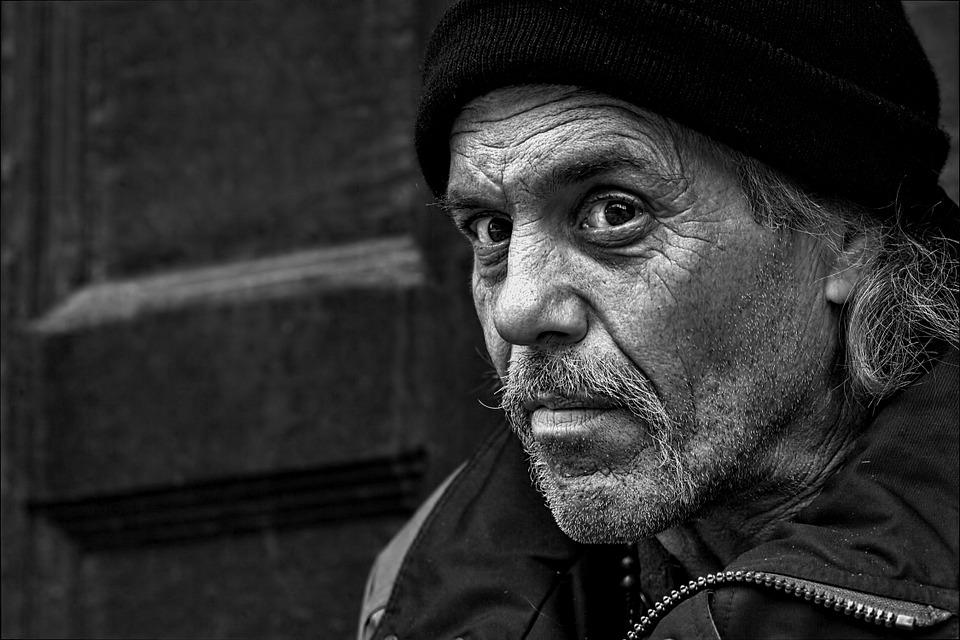 """Charles Sannat: """"7 ans après le début de l'austérité, la pauvreté s'accentue en Grèce"""""""