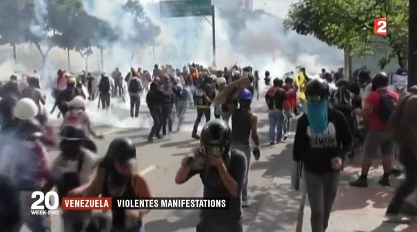 Des scènes de guérilla urbaine à Caracas et dans d