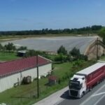 France: la ministre des Transports souhaite taxer les poids lourds qui roulent sur certaines routes nationales.