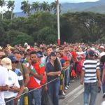 Des dizaines de milliers de vénézuéliens fuient leur pays de peur du pire