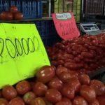 Planche à billets à gogo, inflation record: les Vénézuéliens peinent à remplir leur panier d'épicerie