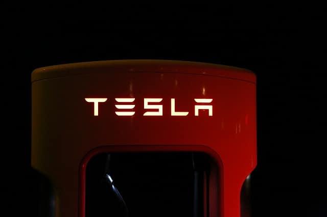 Tesla vire plus de 4 000 employés ! Explosion de la bulle Elon Musk ?