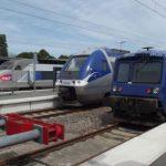 """SNCF: """"Si on continue de ne rien faire, on va dans le mur"""", commente Macron"""