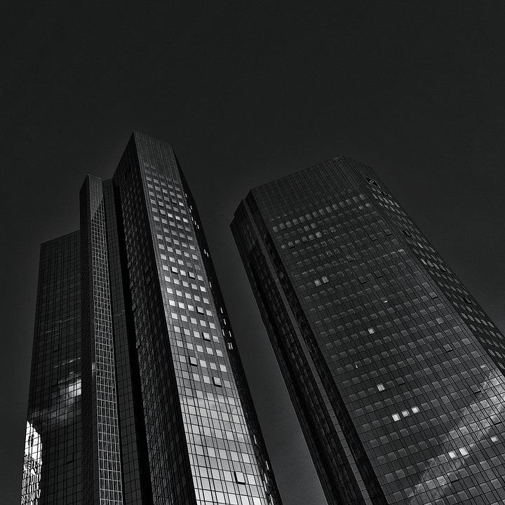 """Vincent Lequertier: """"Les entreprises auraient-elles peur que la Deutsche Bank fasse faillite ? Message peu rassurant en tout cas !"""""""