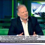 """Baisse du chômage, sécurité, etc. : Philippe Béchade s'interroge sur des """"fake news pro-mainstream"""""""