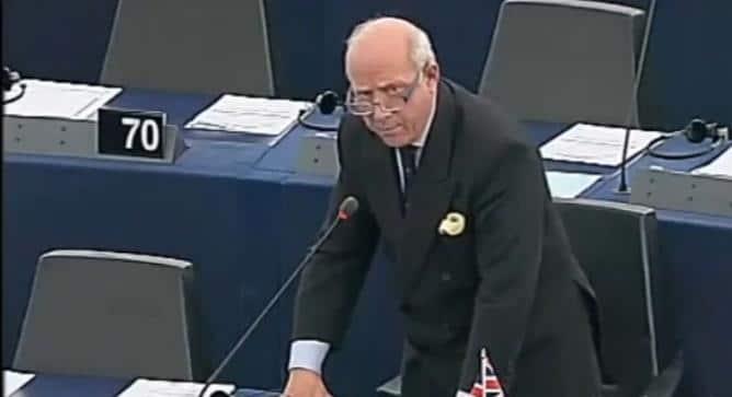 Godfrey Bloom: Les banquiers centraux devraient être envoyés en prison.