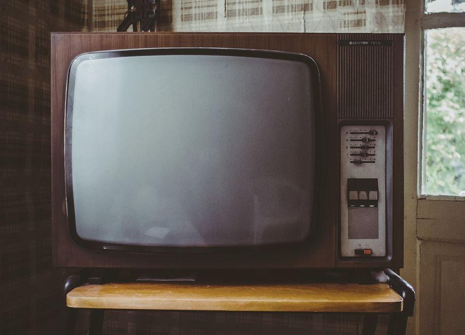 """Charles Sannat: """"Une vignette auto pour ceux qui n'ont pas de voiture et une redevance TV pour ceux qui n'ont pas la télé… !!"""""""