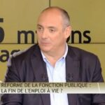 Olivier Delamarche dans C'EST CASH ! Réforme de la fonction publique: la fin de l'emploi à vie ?