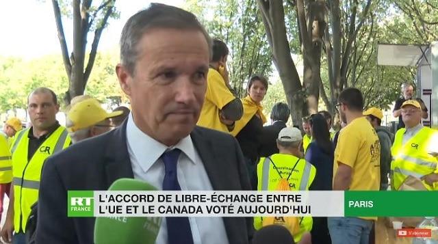 """Nicolas Dupont-Aignan: """"Le vote du CETA va définitivement tuer l"""