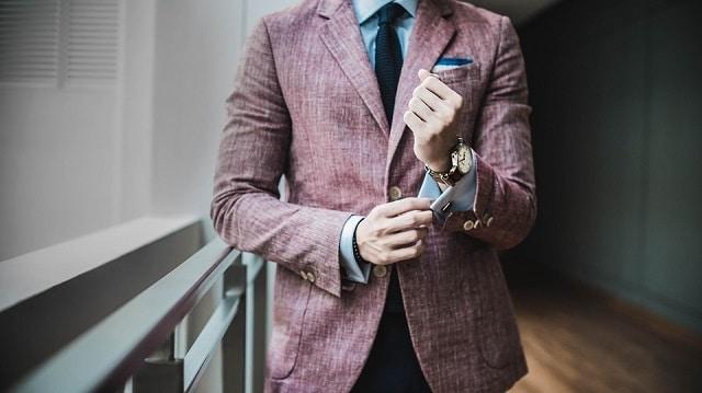En pleine vague de licenciements, deux cadres de Deutsche Bank se font tailler des costumes de luxe