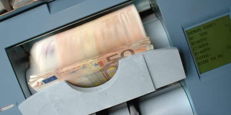 Une nouvelle loi autorise à «fouiller» dans les comptes bancaires des bénéficiaires du RSA sans leur accord
