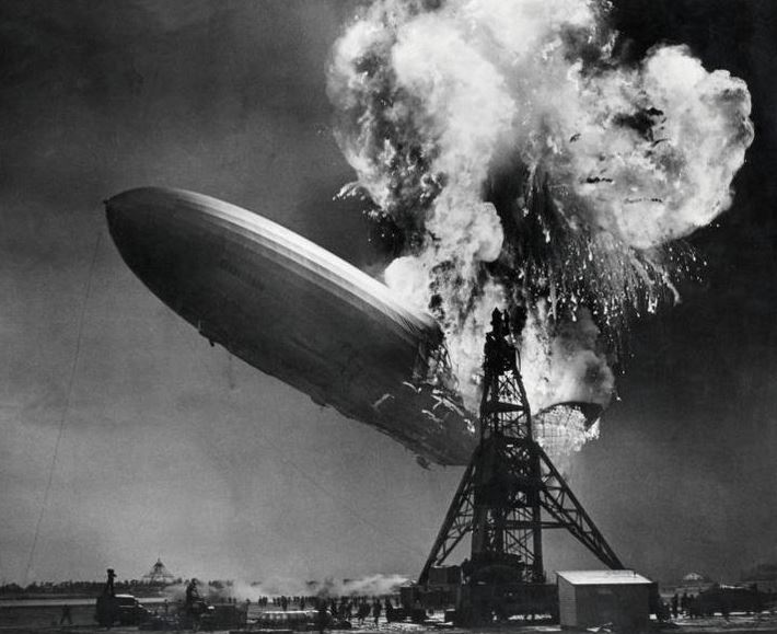 """""""Effondrement boursier. Le présage d'Hindenburg. Le krach arrive-t-il ?"""" - L"""