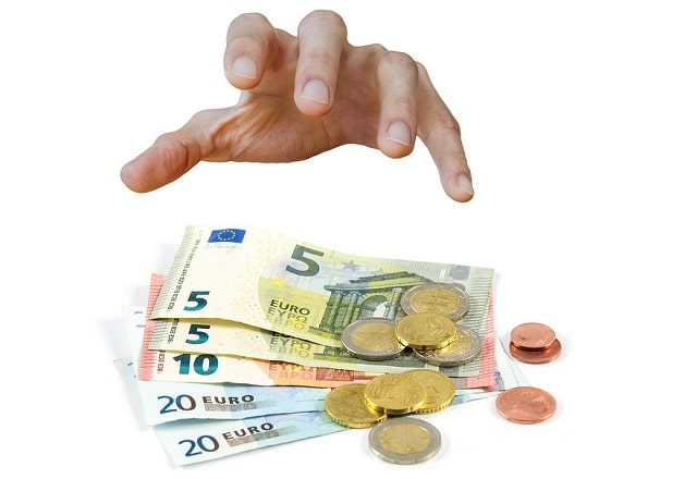 Dix ans après la crise, les contribuables européens continuent de sauver les banquiers