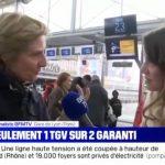 Une voyageuse interpelle en direct une journaliste de BFMTV et lui reproche le ton employé pour parler des conséquences de la grève.