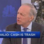"""Ray Dalio: """"Les banques n'ont jamais autant imprimé… L'argent ne vaut plus rien… Mettez une certaine quantité d'or dans votre portefeuille !"""""""