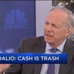 «Le cash ne vaut rien» – Ray Dalio explique pourquoi il faut avoir de l'or en 2020