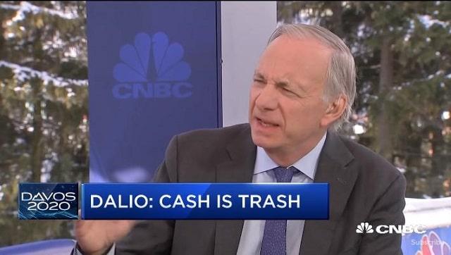 """""""Le cash ne vaut rien"""" - Ray Dalio explique pourquoi il faut avoir de l"""