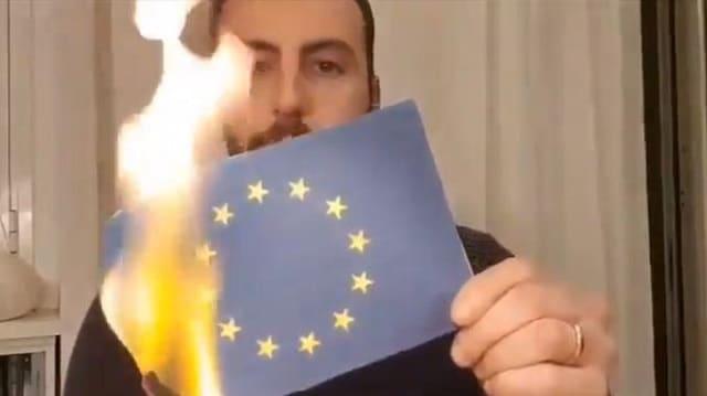 Italie: Sur les réseaux sociaux, les italiens brûlent le drapeau de l