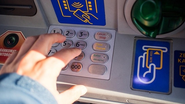 Distributeurs automatiques de billets (DAB): Pourquoi sont-ils de moins en moins nombreux ?