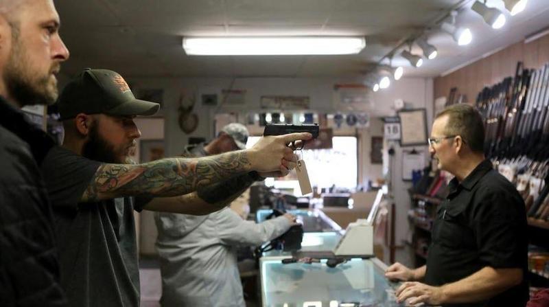 L'Amérique se prépare-t-elle à une guerre civile ? Historique, le bond des achats d'armes aux Etats-Unis est sans précédent !!