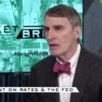 Jim Grant: «La manipulation des taux d'intérêt est claire et dangereuse pour chacun d'entre nous, comme nous le savons en économie.»