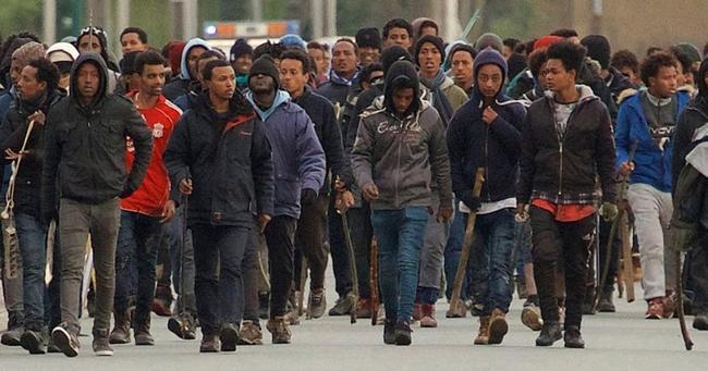 Un haut responsable français déclare que le confinement ne devrait pas s'appliquer dans les quartiers sensibles afin d